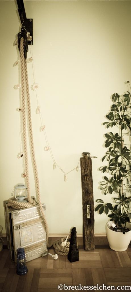 Eichenbalken lässig an die Wand gelehnt. Tolle Dekoration fürs Wohnzimmer etc.