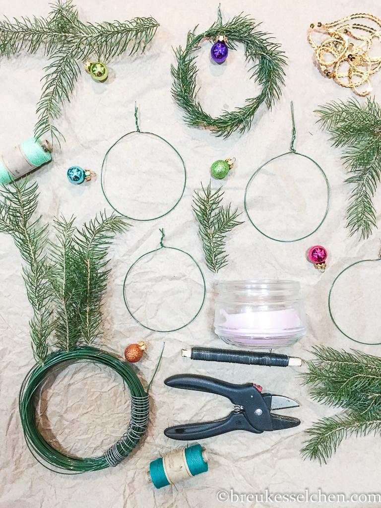 10. DIY Minikränze als Geschenkdeko (5)
