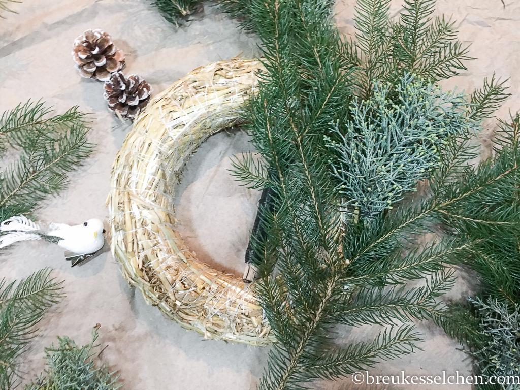 3. DIY Selbstgemachter Adventskranz Tannenzweige Eukalyptus (12)
