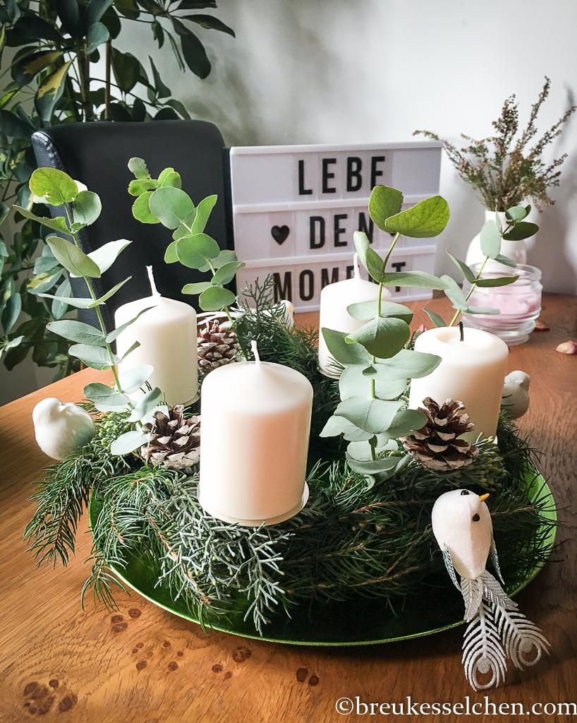 3. DIY Selbstgemachter Adventskranz Tannenzweige Eukalyptus (30)