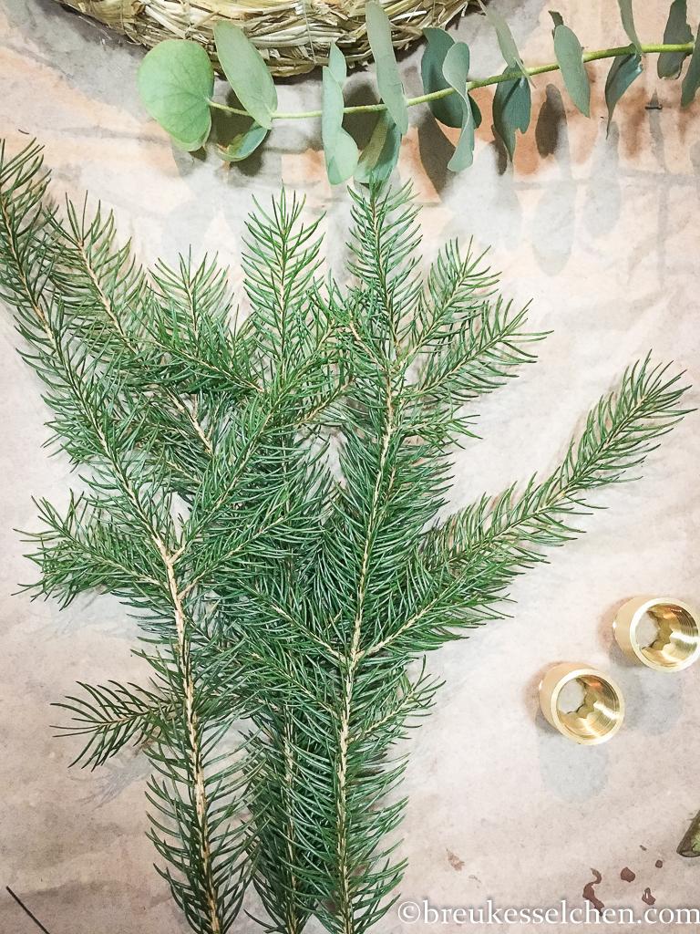3. DIY Selbstgemachter Adventskranz Tannenzweige Eukalyptus (4)