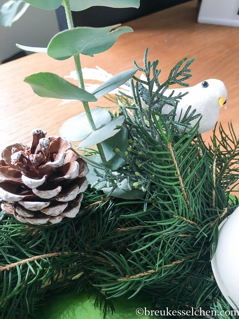 3. DIY Selbstgemachter Adventskranz Tannenzweige Eukalyptus (40)